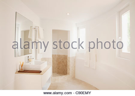 waschbecken im badezimmer stockfoto bild 63709753 alamy. Black Bedroom Furniture Sets. Home Design Ideas