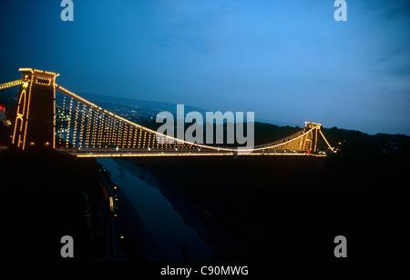 Die Clifton Suspension Bridge überspannt die schönen Avon-Schlucht ist das Symbol der Stadt von Bristol. Seit fast 150 Jahren das