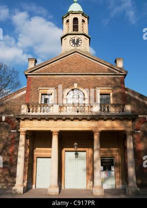 Die Pfarrei St. Anne auf Kew Green ist eine historische Kirche mit königlichen Verbindungen gebaut von Königin Anne - Stockfoto