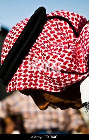 Beduinen-Mann trägt einen traditionellen Kafia in South Jordan. - Stockfoto