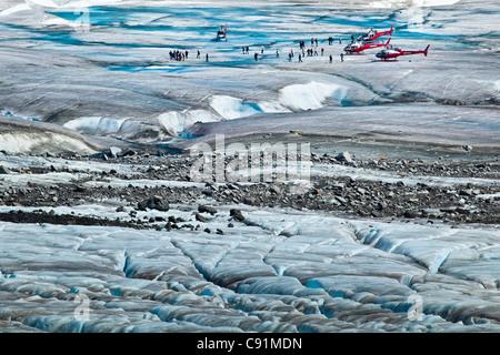 Helikopter-Tour Passagiere auf Mendenhall-Gletscher, Juneau, Alaska Southeast, Sommer - Stockfoto