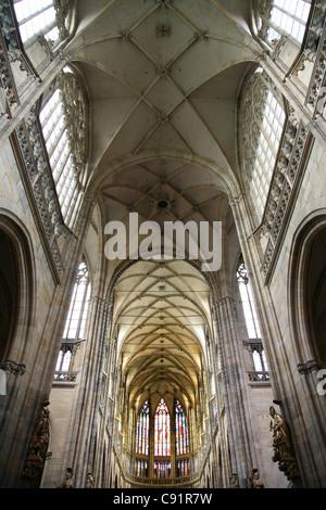 Innenraum der St.-Veits Kathedrale auf der Prager Burg in Prag, Tschechien. - Stockfoto
