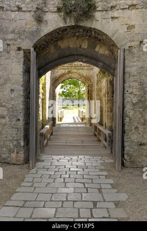 Das Tor von Portchester Castle, ein Romano Saxon Shore Fort, erbaut im späten 3. Jahrhundert. - Stockfoto