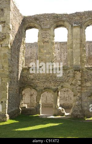 Die alte bleibt der innere halten, Portchester Castle. Eine Romano Saxon Shore-Festung, erbaut im späten 3. Jahrhundert. - Stockfoto