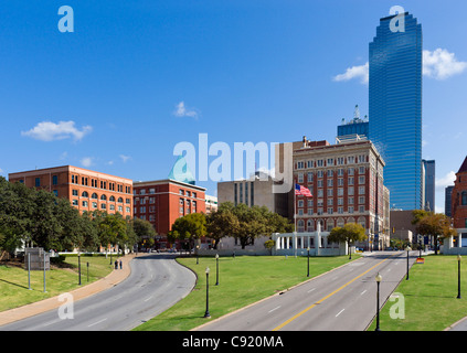 Website der Kennedy-Ermordung Blickrichtung Dealey Plaza mit alten Texas Schulbuch Depository nach links, Dallas, - Stockfoto