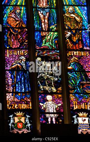Glasmalerei im Inneren der Kathedrale Catedral La Seu zeigt die Propheten aus dem alten Testament und Skelette La - Stockfoto