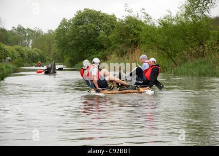 Der schrullige jährliche Crafty Handwerk stattfindet, auf dem Kennet und Avon Kanal zwischen Hungerford und Newbury, - Stockfoto
