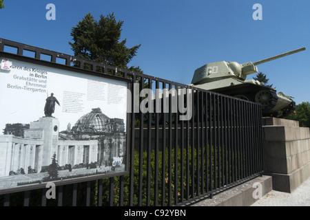 Das russische Ehrenmal am Tiergarten auf Straße des 17. Juni, Berlin, Deutschland - Stockfoto
