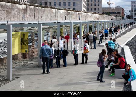 Die Topographie des Terrors Freilichtmuseum an Stelle des ehemaligen Nazi-Gestapo-HQ in Berlin, Deutschland. Teil - Stockfoto
