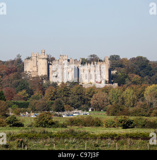 Arundel Castle in Fluss Arun West Sussex - Stockfoto