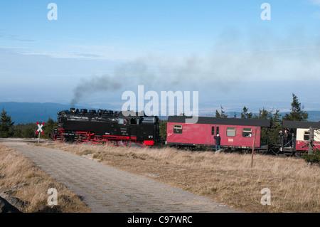Brockenbahn auf dem Weg zum Gipfel des Brocken Berg, Nationalpark Harz, Sachsen-Anhalt, Deutschland, Europa - Stockfoto