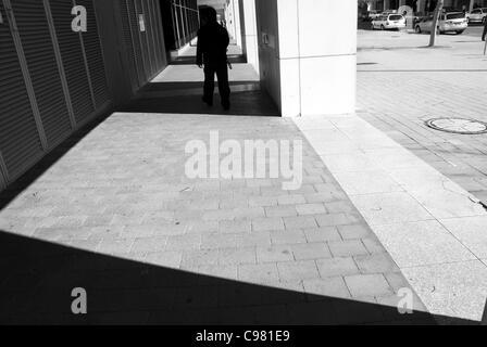 Foto von einer Außenseite eines Gebäudes, eines minimalistischen konzeptionellen Ansatzes, mit b&w - Stockfoto