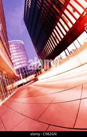 Panoramablick auf der International Coffee Plaza Tower bei Nacht, Sandtorpark, Hafencity HafenCity, Hamburg - Stockfoto