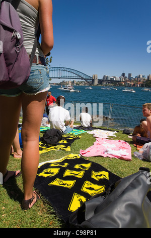 Menschen versammeln sich am Frau Macquaries Point für Silvester im Hafen von Sydney.  Sydney, New South Wales, Australien - Stockfoto