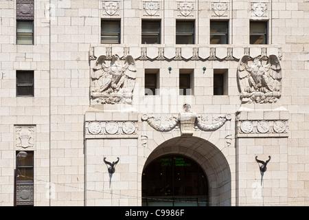 Details über Eingang zum Turm LeVeque bei 50 West Broad Street in Columbus, Ohio. - Stockfoto
