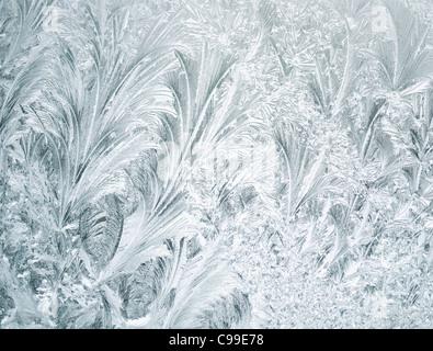 Frost an einem Fenster, Nahaufnahme, für Hintergrund - Stockfoto