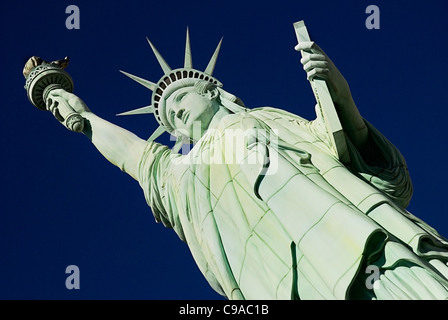 USA, Nevada, Las Vegas, The Strip, Statue of Liberty kopieren außerhalb New York New York Hotel und Casino Exterieur. - Stockfoto