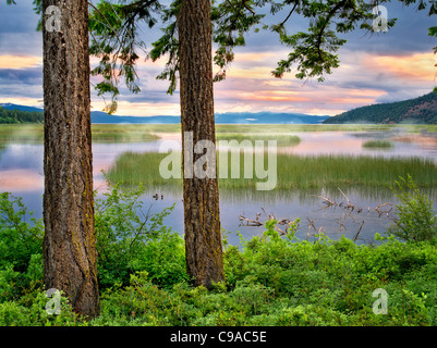 Shoalwater Bay auf Upper Klamath Lake bei Sonnenaufgang. Oregon - Stockfoto