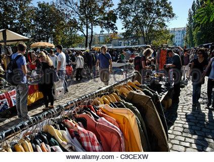 Second hand stall Kleidung im Osten Lane Market Südlondon