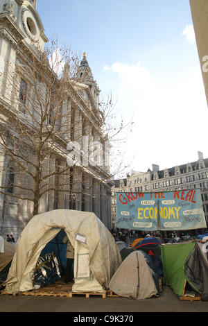 Occupy London feiern Martin Luther King Jr. auf den Stufen der St. Pauls in London - Stockfoto