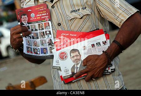 31. Mai 2012 - Kairo, hält Kairo, Ägypten - Ägyptische Demonstranten Bild von Mohammed Morsi Kandidat während einer - Stockfoto