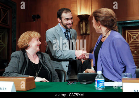 20. Juni 2012 - Washington, DC, USA - Associate Professor für Finance an der DePaul University ANN SHERMAN (links) - Stockfoto