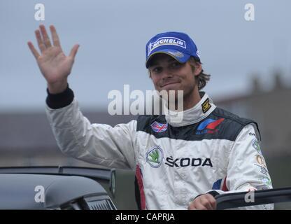 Amtierende Intercontinental Rallye-Weltmeister Wellen Andreas Mikkelsen wie er Zweiter in der Schaltung von Irland - Stockfoto