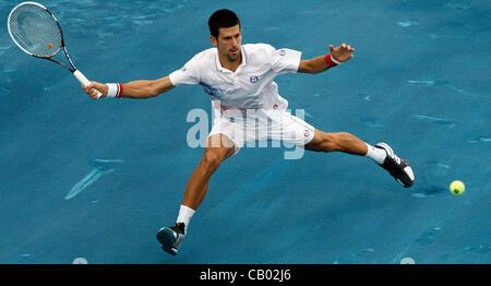 11. Mai 2012 - Madrid, Spanien - 11.05.2012 Madrid, Spanien. Novak Djokovic in Aktion gegen Janko Tipsarevic während des Viertelfinales der Madrid Open Tennisturnier. (Kredit-Bild: © Michael Cullen/ZUMAPRESS.com)