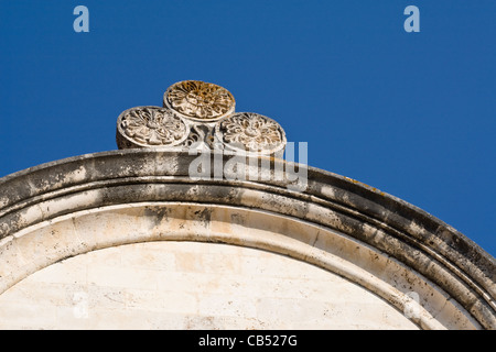 Dekoration auf Dach des St Stephens Cathedral in Trg Sveti Stjepana oder St. Stephens Platz in der Stadt Hvar, Insel - Stockfoto