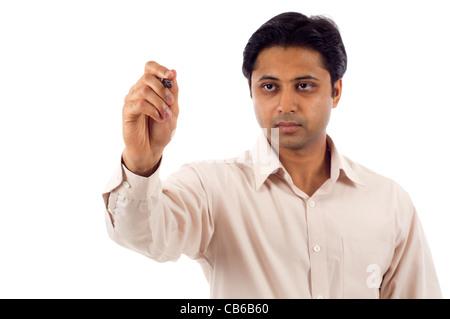 Indische Geschäftsmann auf einem klaren Bildschirm schreiben fügen Sie Ihren eigenen Text oder Zeichnung. - Stockfoto