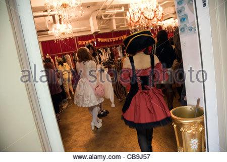in einem Lolita Geschäft in Harajuku Bezirk von Tokio Japan - Stockfoto
