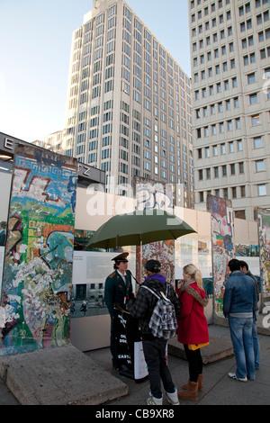 Die Mauer am Potsdamer Platz in Berlin - Stockfoto