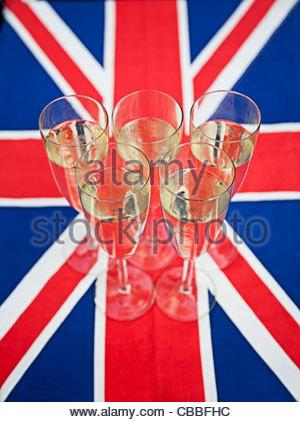 Glas Sekt auf Union Jack - Stockfoto