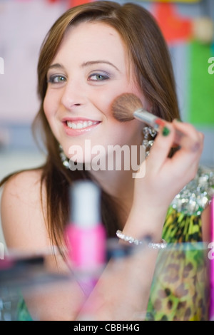 Teenager-Mädchen Schminken - Stockfoto