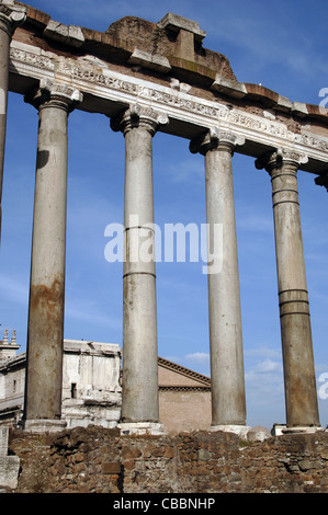 Italien. Rom. Tempel des Saturn. 498 V. CHR.. Das Forum Romanum. - Stockfoto