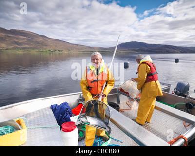 Fischer Holding Lachs im Netz