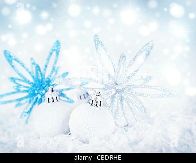 urlaub karte grenze mit weihnachtsbaum sterne ornamentalem schmuck auf schwarzem hintergrund. Black Bedroom Furniture Sets. Home Design Ideas