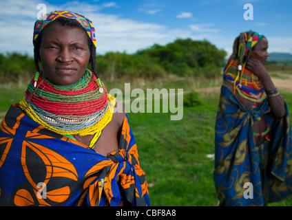 Mwila Frauen mit Toga, Chibia Bereich, Angola - Stockfoto