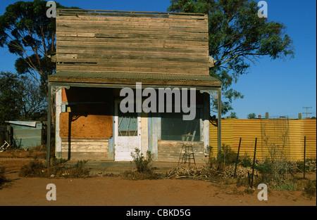 Einfache Hütte gesehen in der Nähe von Broken Hill im weit entfernten Outback von New South Wales, Australien - Stockfoto