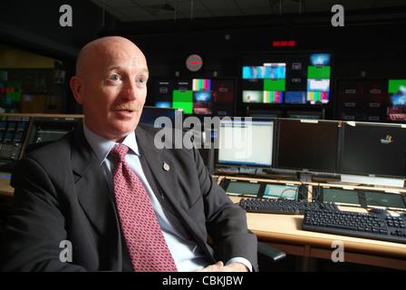Steve Clark, Direktor des & Nachrichtensendungen für Al Jazeera English Newsroom Erdgeschoss des neuen 24-Stunden - Stockfoto
