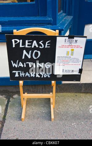 Bitte keine warten danke Schild Shop im Kington Herefordshire England UK - Stockfoto