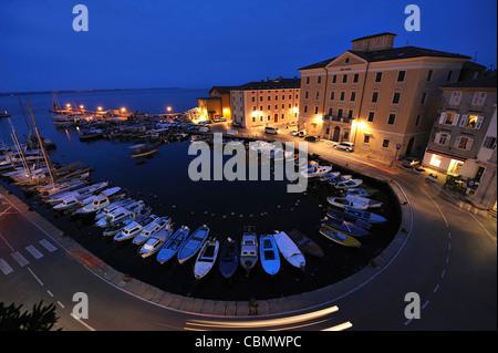 Marina und alten Stadt Piran, Halbinsel Istrien, Slowenien - Stockfoto