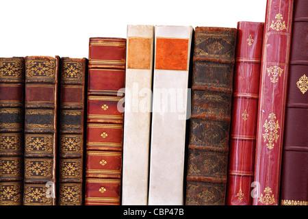 Eine Reihe von isolierten alte Bücher in einer Reihe - Stockfoto