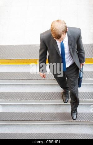 Ein Business-Mann, einige Schritte zu Fuß - Stockfoto