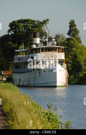 Die historischen Dampfer MS Juno Kreuzfahrten Göta-Kanal zwischen Riksberg und Hajstorp im Sommer im mittleren Schweden - Stockfoto