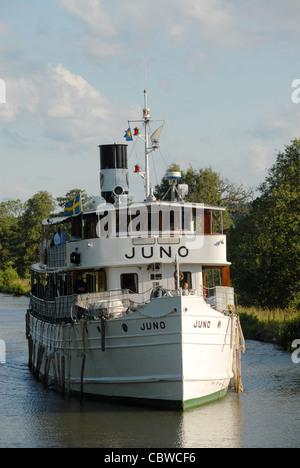 Der Göta-Kanal Kreuzfahrt, nähert sich der historischen Dampfer MS Juno Riksberg in den frühen Morgenstunden - Stockfoto