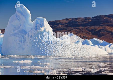 Zwischen den Eisbergen Røde Ø, Scoresbysund, Grönland Kreuzfahrt - Stockfoto