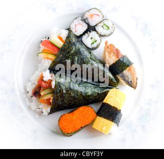 nahaufnahme von sushi rollen traditionelles japanisches essen stockfoto bild 80315820 alamy. Black Bedroom Furniture Sets. Home Design Ideas