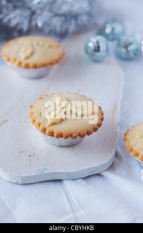 Hausgemachten Hackfleisch Kuchen auf ein Schneidebrett - Stockfoto