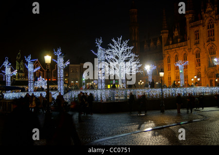 Nachtansicht der Zeit des Weihnachtsmarktes in Brüssel, Belgien - Stockfoto
